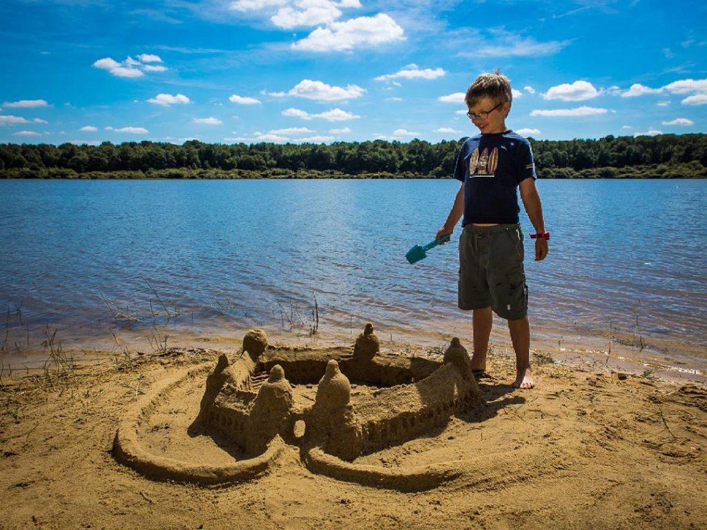 Château de sable au lac du Bourdon à Saint-Fargeau