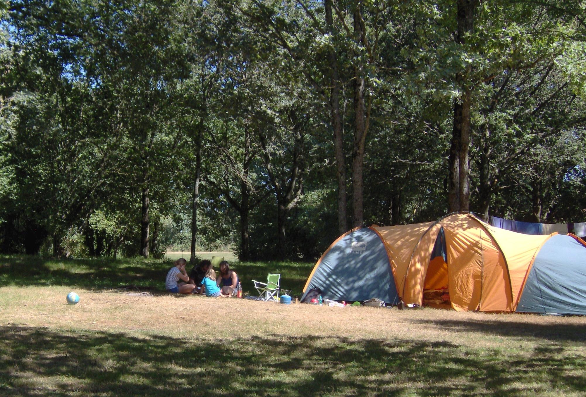 Camping municipal de la courtillerie à Saints en Puisaye