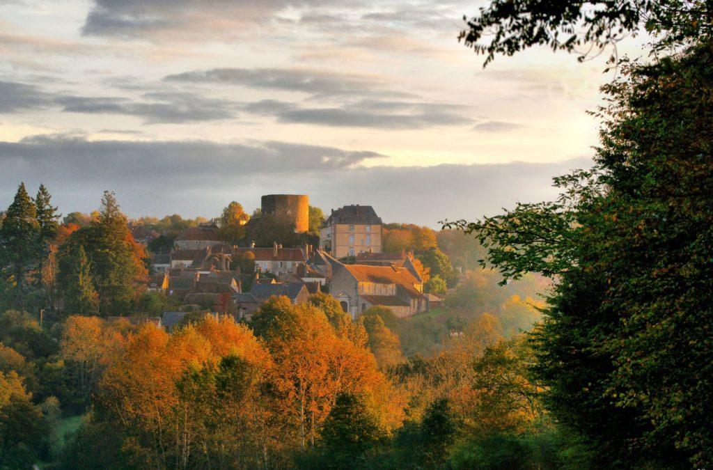 """Village de Saint-Sauveur en Puisaye, labélisé """"Petite cité de caractère"""""""
