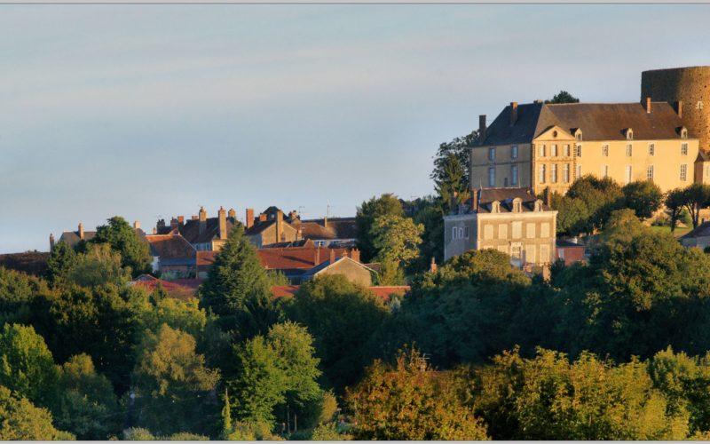 Village de Saint-Sauveur en Puisaye, labélisé «Petite cité de caractère» – ©Daniel Salem