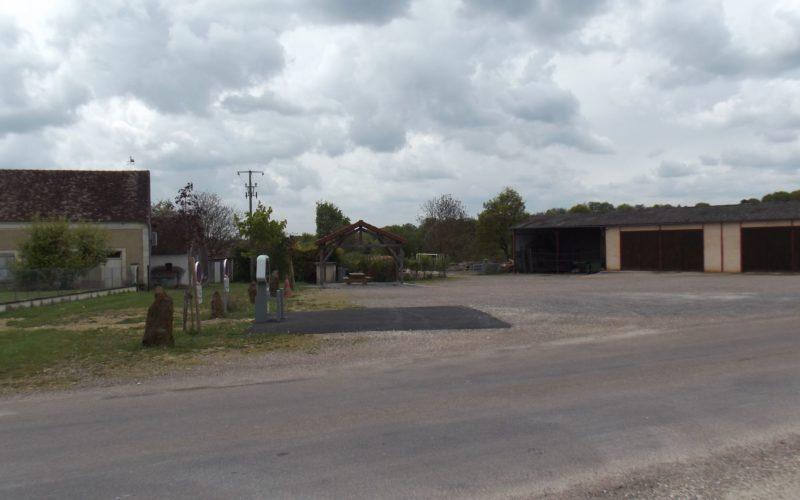 Aire de service et stationnement pour camping-cars à Treigny (7)