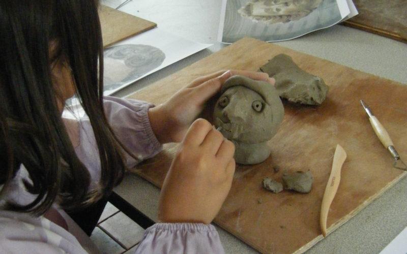 Atelier modelage – © Musée d'Art et d'Histoire de Puisaye