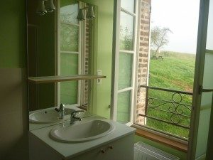 Salle de bain gîte Moulin du berceau – ©Mairie de Saint-Aubin-Chateauneuf