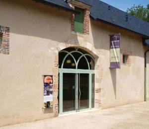 1280px-Saint-Amand-en-Puisaye-FR-58-La_Galerie-05