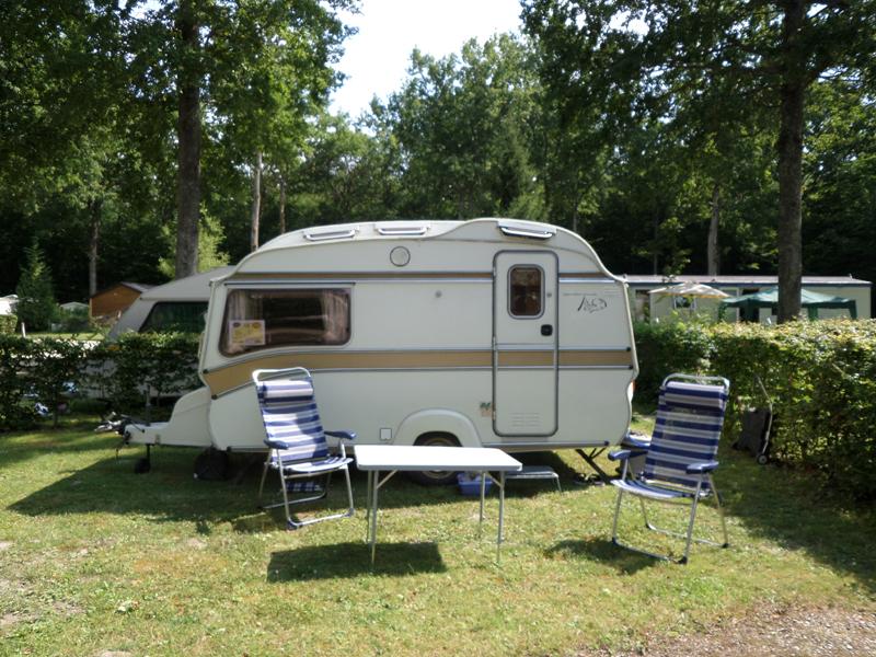 camping le bois guillaume en puisaye dans l 39 yonne en r gion bourgogne. Black Bedroom Furniture Sets. Home Design Ideas