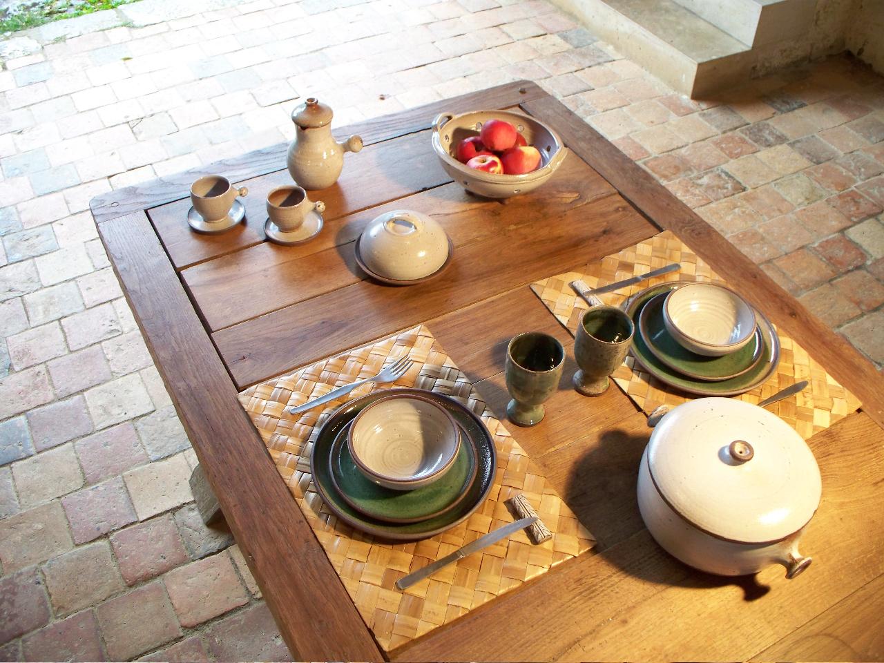table grès blanc et vert